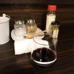 アイスランドラム肉の店OZ - グラスワイン(赤)400円(税抜)