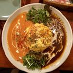 santa cafe HASH - 料理写真:オムライス トマトクリームソースとデミグラスソースのあいがけ