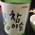 上野ソルロンタン - チャミスルです 焼酎は日本のものの方が圧倒的に美味しいですがまあ飲めないことはありません 人工的な甘さなんですよね