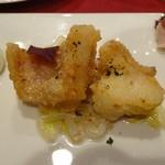 ムッシュ - 前菜・イトヨリ鯛のフリット。下にモヤシのマリネが!
