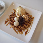 カフェ ピーチェ - きなこワッフル+アイス 300円