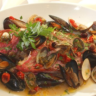 トラットリア ダ・テレーサ - 料理写真:アクアパッツァ(オリーブ、ケッパー、プチトマトの入った魚介類の白ワイン煮込み)