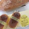 湘南ガトアベニュー 葦    - 料理写真:食べきりサイズのチーズケーキだから贈り物にもピッタリ(*´꒳`*) 奥はガーリックフランス♪