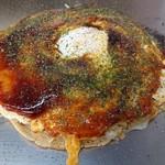 お好み焼き ロンちゃん - カウンター(鉄板)限定 玉子2個仕様の お好み焼き(肉玉そば)