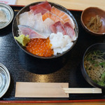 95792014 - 海鮮丼 ご飯大盛り 1050円