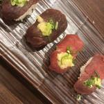旨唐揚げと居酒メシ ミライザカ - シャリの温かい馬刺し寿司