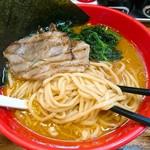 ラーメン横浜家 - 麺はモチっと(っ`-´c)ンマッ!✨✨✨