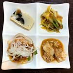 刀削麺 福龍門 - 4品の副菜プレート