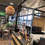 カフェ ブリッコ - 空間に浮き彫りのマフィン看板