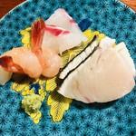 95811602 - 向付 昆布〆した明石の真鯛 サワラの炙り 甘海老