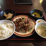 五福楼 - スープじゃなくて味噌汁だ。