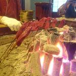 柳家 - 鹿肉のヒレを焼いています