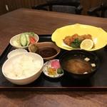 鶴べ別館 - 牡蠣フライ定食       ¥1000