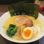 ラーメン嘉イチロー - 塩ラーメン680円