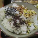 串焼き処炙り - ふりかけなどを4種類ぶっかけ!