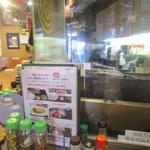 串焼き処炙り - 店内は個人経営の居酒屋風