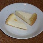 サン・デ・ムーン - オリジナルチーズケーキ(上)・ゆずチーズケーキ(下)