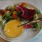 95842723 - サラダと、カボチャのスープ