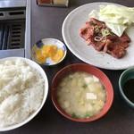 焼肉のかわはら - 焼肉定食=730円 ランチタイムのみ 通常は800円の値段