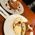 カフェ&ブックス ビブリオテーク - 友人のパンケーキも一緒に♡ モンブランティラミスとフランボワーズのムースのパンケーキ
