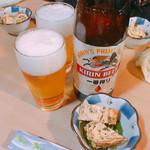 庄助 - キリン一番搾り 大瓶(650円)とお通しのねぎ入り玉子焼き
