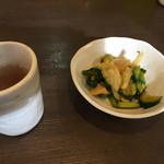 仁王門屋 - 料理写真:最初に出てくるそば茶とお漬物