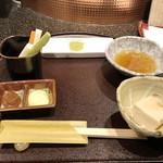 天ぷら 東山 - お通し:野菜スティックと胡麻豆腐('18.10月初旬)