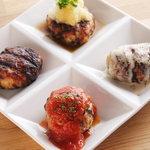 TORI TAMURATTE - 「つくねの4種盛り」(タレ・トマト・クリームチーズ・おろしポンズ) 680円