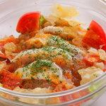 TORI TAMURATTE - 「トマトとモッツァレラのサラダ」 自家製のマリネドレッシングで。