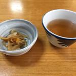 岩戸屋 - 料理写真:そば祭りの参加者には漬物とそば茶を出してくれます。