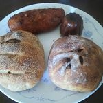 95861624 - 左上からカレーパン(\180),カヌレ(\180),サツマイモのカンパーニュ(\400),クリームチーズとイチジクのカンパーニュ(\400)