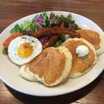 ラナイカフェ - ソーセージ&エッグ パンケーキ
