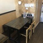 麺や ひなた - テーブル席