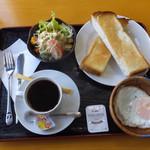 遊麺屋 - 午前11時までの限定メニュー「トーストセット 520円」です