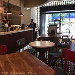 インターセクトバイレクサス - 1階カフェスペース