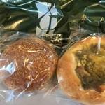 95874112 - やっぱりカレーパン、カッテージチーズとグリーンカレーのフォカッチャ