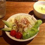 青空屋 - 料理写真:ランチセットのスープとサラダ。