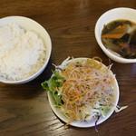 95882394 - 中華スープ、サラダ、ライス