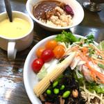 ステーキのあさくま  - 11月行った時はお惣菜も。今度はカレー コーンスープ相変わらず旨い!