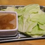 腹黒屋 - お通しの塩ダレキャベツ