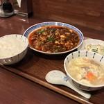 中国菜 オイル - 中華菜 オイル(大阪府大阪市福島区福島)四川麻婆豆腐ランチ(小皿・スープ・ご飯付)900円