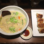 麗江 - 湯麺+焼き餃子