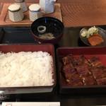 鰻楽 - うな重 上(2,700円)