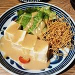 ヒノマル食堂 - とろける豆腐サラダ  880円