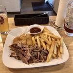 95891059 - BBQプレート(メンフィルプルドポーク)、フライドキャットフィッシュ、クラフトビール