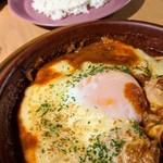 オンザマークス - 本日のオススメランチ 玉子とチーズの下には鶏肉がいっぱい!ライス付き
