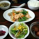 中国料理 桃花園 - バナメイ海老とオクラの塩炒めランチ
