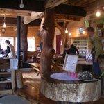 グリーンワールド - 2008.11 中は木登りできるくらいの柱が・・・暖房は薪ストーブ