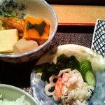 藤九寿司 - 蟹酢と炊き合わせ
