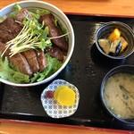 お食事処 みうら - 焼肉サラダ丼!